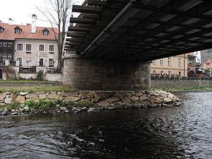 Český Krumlov, Lazebnický most, spodek.JPG