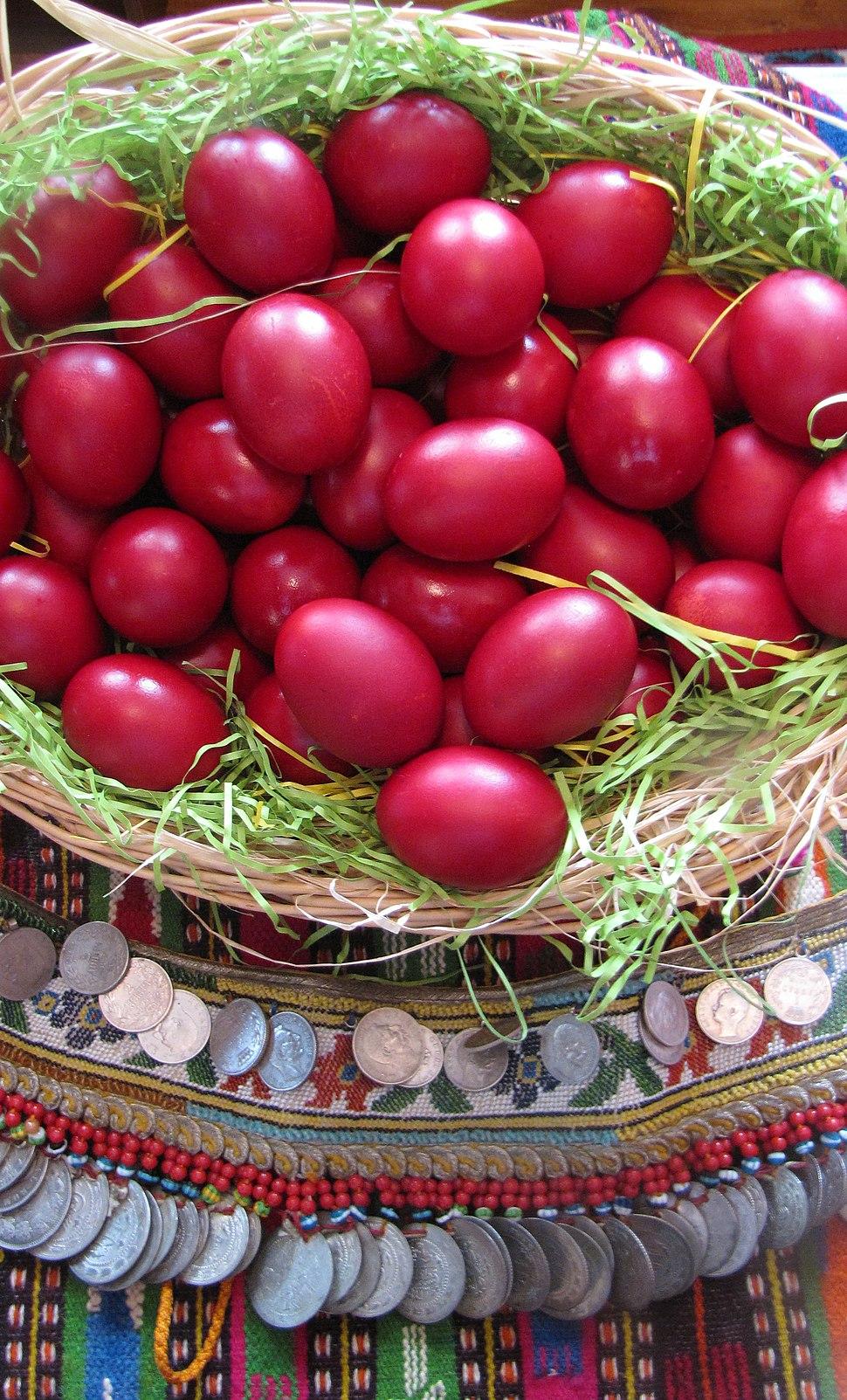 Велигденски јајца во традиционален амбиент с.Стенче горни Полог 2