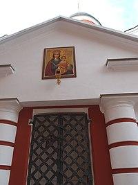 Вход в собор Николая Чудотворца со стороны Никольского собора, Николо-Пешношский монастырь.jpg