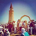 Комплекс малого минарета. Памятник сахабам (сподвижникам пророка Мухамеда) на нем изображены посох, чалма и перо..jpg