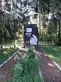 Пам'ятник воїнам-односельчанам (Вербень) вид з алеї.jpg
