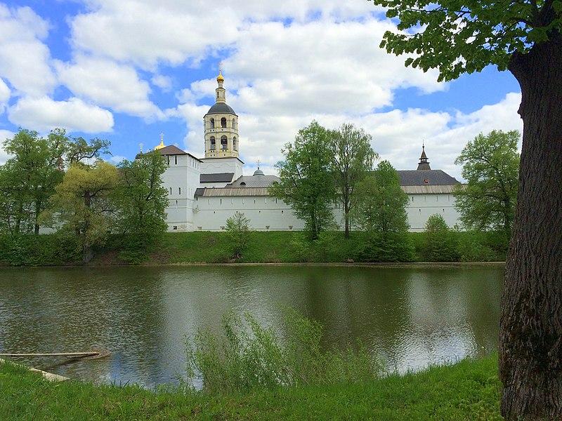 File:Пафну́тиев Бо́ровский монасты́рь.jpg
