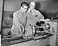 100 jaar technisch onderwijs in Amsterdam, de aanstaande machinebankwerker met z, Bestanddeelnr 911-9643.jpg