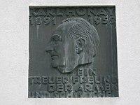 1160 Gablenzgasse 82-86 - Karl Honay-Hof - Karl Honey-Gedenktafel mit Reliefbüste IMG 2592.jpg