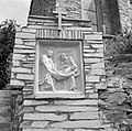 14e kruiswegstatie Jezus wordt in het graf gelegd, Bestanddeelnr 254-4432.jpg