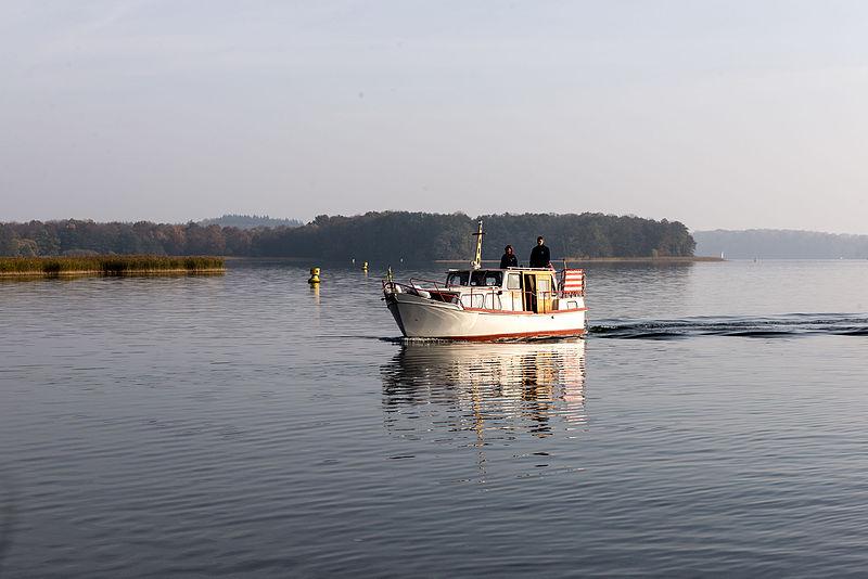 File:15-11-01-Schweriner See-RalfR-WMA 3327.jpg
