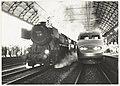 150 jaar Nederlandse Spoorwegen. Jubileumfeest van de Nederlandse Spoorwegen op het station van Haarlem. Stoomloc 52 3879 van de SSN (nu van de VSM) en TGV Sud-Est stel 305 van de SNCF naast, NL-HlmNHA 54023478.JPG