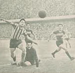 Waldino Aguirre - Aguirre scoring angainst Boca Juniors in 1945.