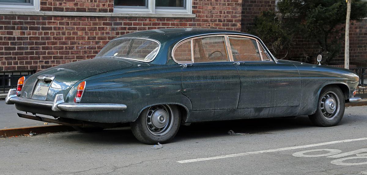 File:1966 Jaguar Mark X 4.2, right rear.jpg - Wikimedia Commons