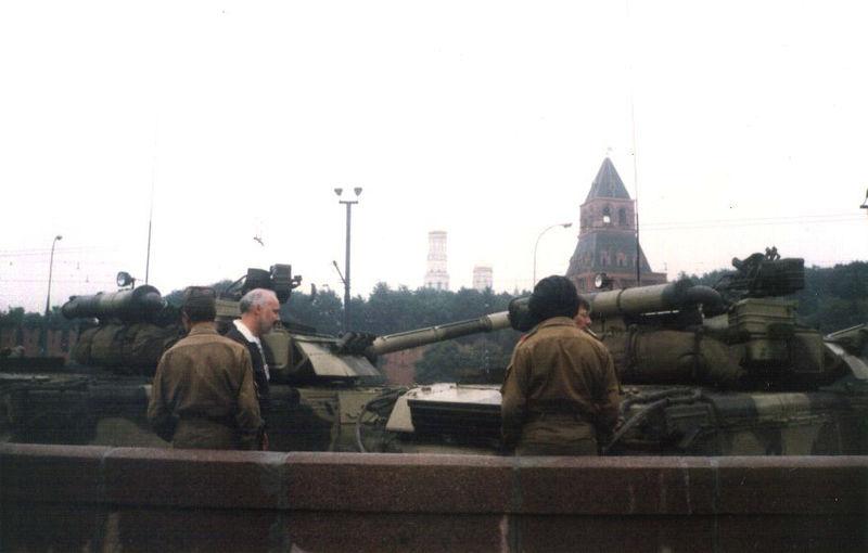 Imagenes que impactaron nuestra historia contemporanea. (Nacional e Internacional) - Página 2 800px-1991_coup_attempt4