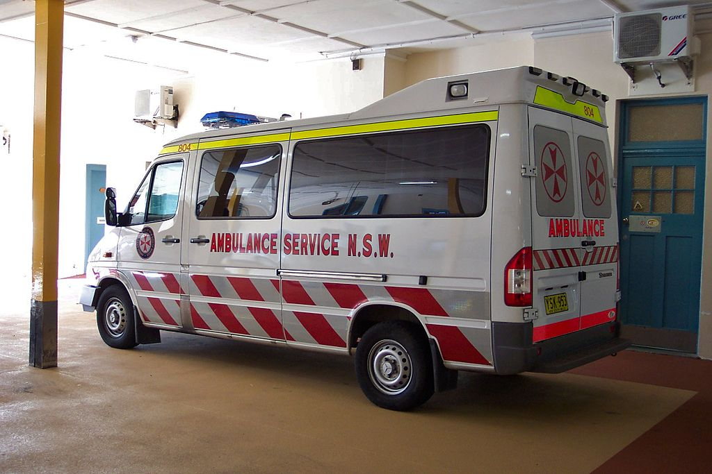File 2003 mercedes benz sprinter 316 cdi ambulance for Mercedes benz emergency number