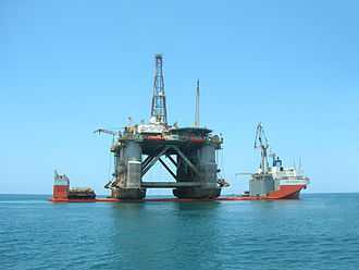 Semi-submersible platform - Semi-submersible drilling rig on MS3 semi-submersible heavy-lift ship