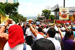 Chronology of the 2009 Honduran constitutional crisis - Pro-Zelaya protesters marching in Tegucigalpa