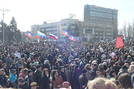 Flags of the Donetsk Republic and Russia in Donetsk, 8 March 2014 2014-03-08. Митинг в Донецке 032.jpg