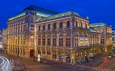 20180109 Vienna State Opera at blue hour 850 9387.jpg