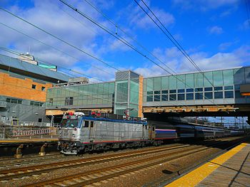 English: AEM-7 905 leads the Silver Star to Mi...