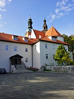 A-664 Alwernia, zespół klasztorny bernardynów - dom opata.jpg