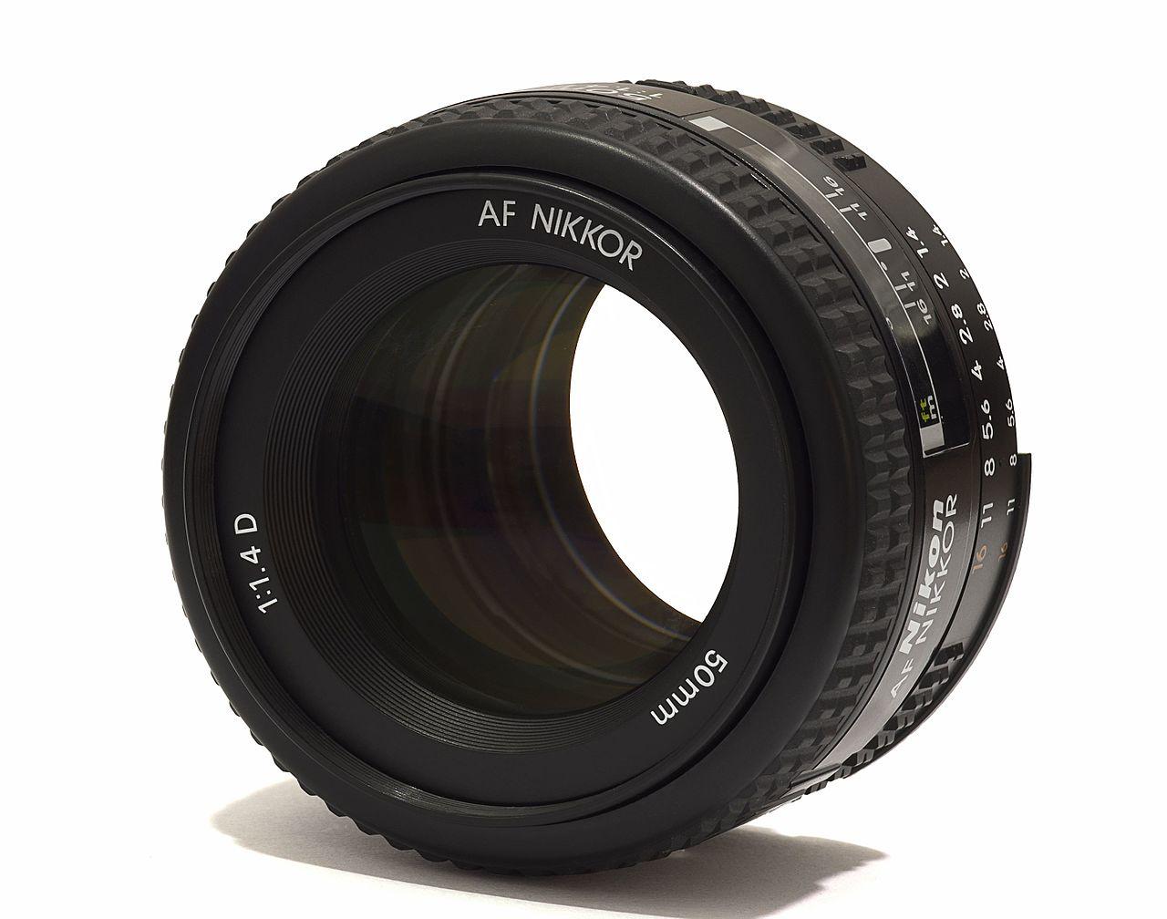 Ein 1.4/50mm Normalobjektiv mit weit geöffneter Blende