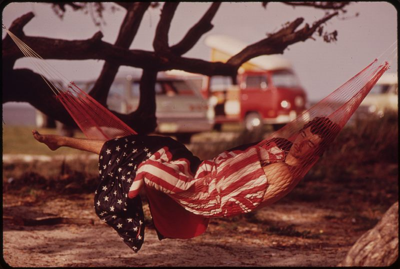 File:AMERICAN DREAMS AT LITTLE DUCK KEY. COMMERCIAL CAMPING SITES AND TRAVEL TRAILER COURTS HAVE SPRUNG UP THROUGHOUT THE... - NARA - 548798.jpg