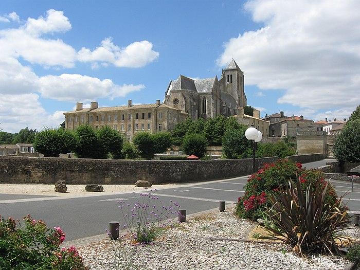 ancienne abbaye royale notre dame monument historique celles sur belle myopenweek. Black Bedroom Furniture Sets. Home Design Ideas