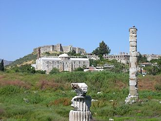 Selçuk - Three periods of history in Selçuk: Temple of Artemis (front), Isa Bey Mosque built by the Seljuk Turks (middle), the Byzantine castle (far)