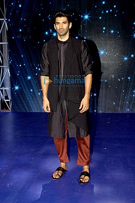 Aditya Roy Kapur promote 'Ok Jaanu' on the sets of Indian Idol.jpg