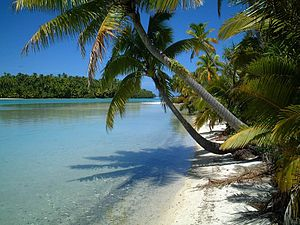 Aitutaki - Tapuaetai (One Foot Island) in the southern part of Aitutaki Atoll