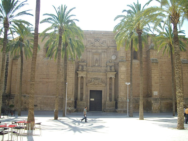 https://upload.wikimedia.org/wikipedia/commons/thumb/b/b2/Almeria_cathedral.JPG/800px-Almeria_cathedral.JPG