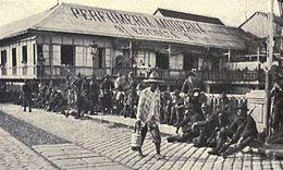 Americans guarding Pasig River bridge, 1898