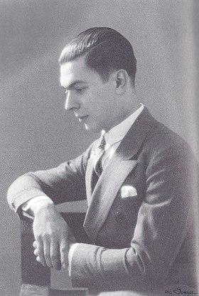 Ο Ανδρέας Εμπειρίκος, Έλληνας ποιητής, πεζογράφος, φωτογράφος και ψυχαναλυτής
