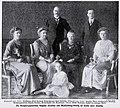 Augusta Karoline von Mecklenburg-Schwerin mit Familie, 1912.jpg