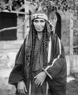 English: Bedouin woman in Jerusalem. Gaeilge: ...