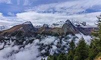 Bergtocht van Gimillan (1805m.) naar Colle Tsa Sètse in Cogne Valley (Italië). Zicht op de omringende alpentoppen van Gran Paradiso 01.jpg