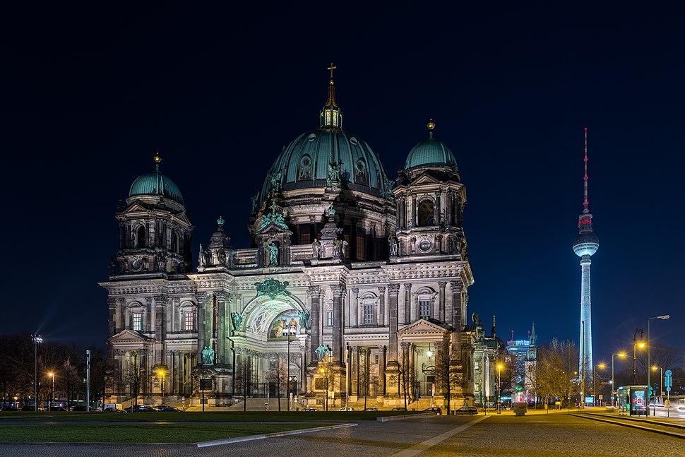 Berliner Dom, Nacht, 160316, ako