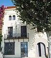 Biblioteca Can Coromines - Sant Pol de Mar (44114499642).jpg