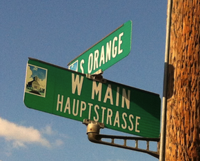 Bilingual street sign in Fredericksburg Texas.png