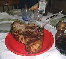 Una bistecca cotta alla brace.