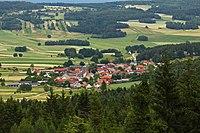 Blick vom Schinderberg auf Heinrichs bei Weitra.jpg