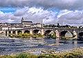 Blois mit Loirebrücke und Kathedrale.jpg
