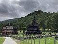 Borgund kirke og Borgund stavkirke.jpg