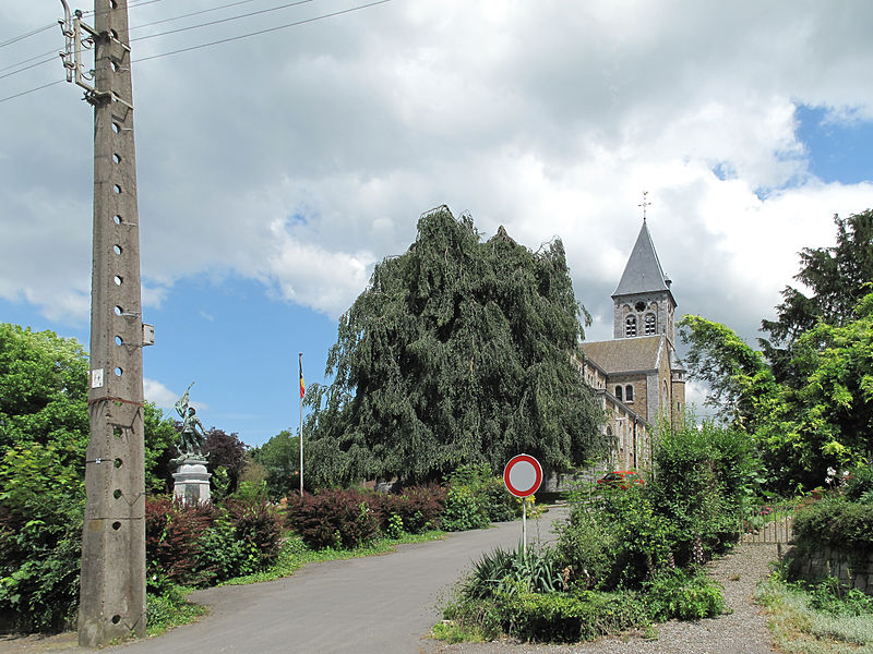 Braives, war memorial and church (église de la Nativité de Notre-Dame)