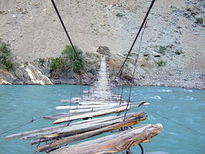 English: Suspension bridges are suspended from...