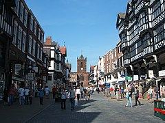 Die Bridge Street mit den Chester Rows und der St Peter's Church