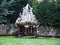 Brunnen im Karsruher Schloßpark.JPG
