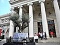 Bucuresti, Romania. Atheneul Roman. Batranul Maslin (700 de ani) si tinerii. Duminica Floriilor. Aprilie 2019.jpg