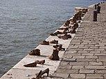 Az áldozatok emlékműve: Cipők a Duna-parton