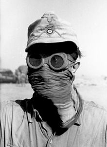 Goggles and face covering, for protection against sun and sand Bundesarchiv Bild 101I-785-0285-14A, Nordafrika, Soldat mit Sandschutz.2.jpg
