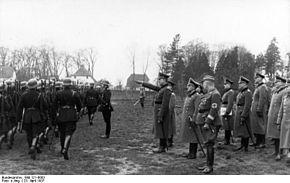 Bundesarchiv Bild 121-0003, Bremen, Besichtigung der Schutzpolizei.jpg