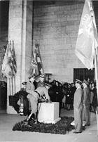 Bundesarchiv Bild 183-J06059, Berlin, Beisetzung der Urne Hans von Tschammer und Osten