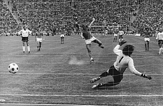 Johan Neeskens - Neeskens scoring the opening goal in the 1974 World Cup final against West Germany